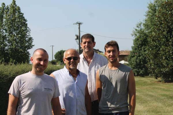 I titolari Giuseppe e Luigi Lanzeni insieme al dipendente Luca e a Mario Metelli, che si occupa del servizio di assistenza per i robot Gea.